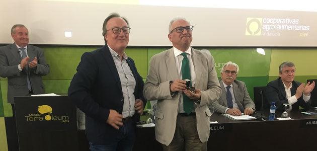 Manuel Parras recibe la Insignia de Oro de Cooperativas Agro-alimentarias Jaén