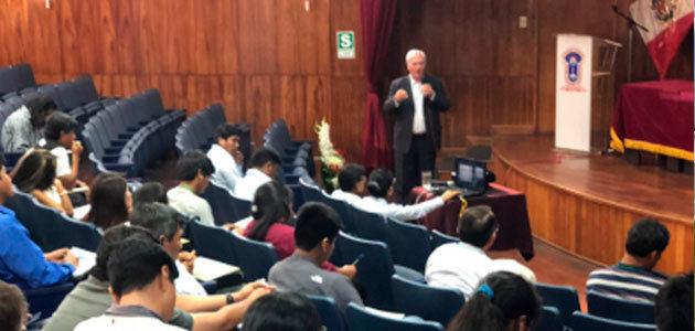 La evaluación sensorial del AOVE, en un curso internacional de la UNIA en Perú