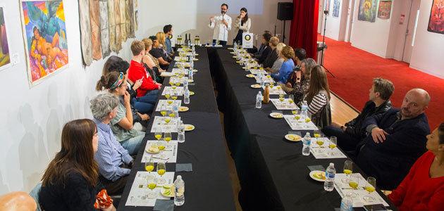 El Instituto Cervantes de Chicago acoge un taller de iniciación a la cata de AOVEs