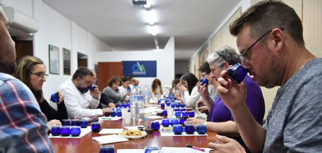 """El Club de Cata """"Olivar y Aceite"""" dedica su quinta sesión a los AOVEs de cosecha temprana"""