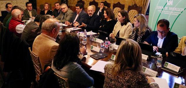 Crespo traslada al sector olivarero las ventajas de los 750 millones del instrumento financiero de la Junta de Andalucía