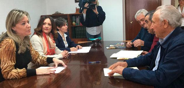 La Junta de Andalucía entrega dos incentivos a cooperativas oleícolas jiennenses para sus procesos de fusión