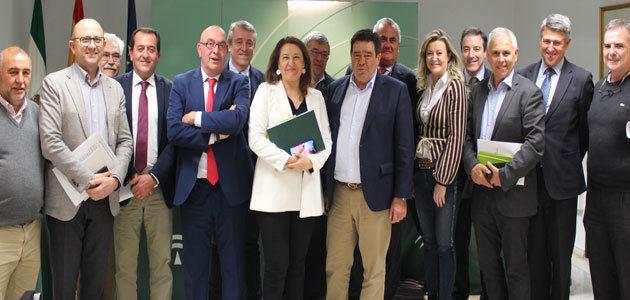 Cooperativas traslada a la Consejería de Agricultura andaluza la necesidad de trabajar por la autorregulación del sector oleícola