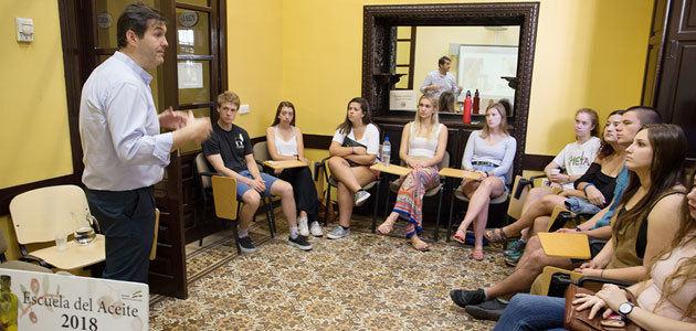 La DOP Estepa convierte la cata de AOVE en un reclamo para los estudiantes y turistas americanos