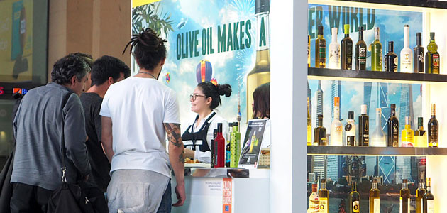 Olive Oil World Tour llega a la estación central de Frankfurt