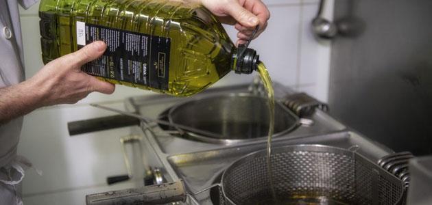 El aceite de orujo de oliva mejora la calidad nutricional de los alimentos fritos