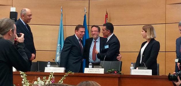 El COI premia a Luis Rallo por su trayectoria investigadora y docente en el sector oleícola