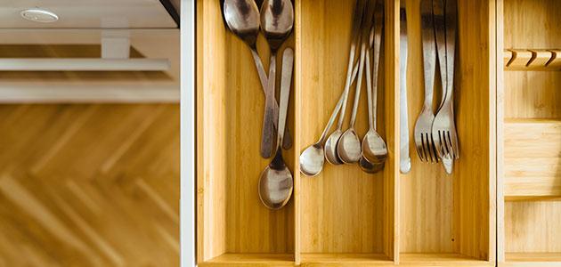 Revestimientos realizados con hueso de aceituna para mobiliario de cocina